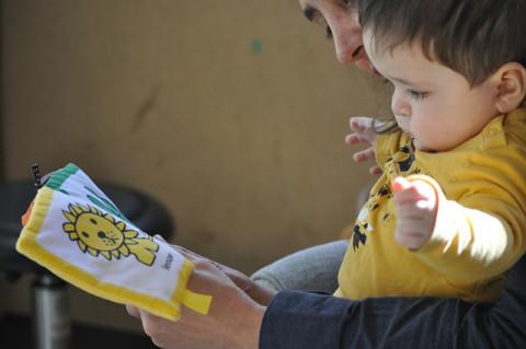 Baby houdt van lezen